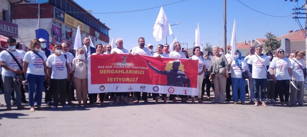 Aleviler, Hacı Bektaş Veli Dergahına yalın ayak yürüdü: Dergahlarımızı istiyoruz